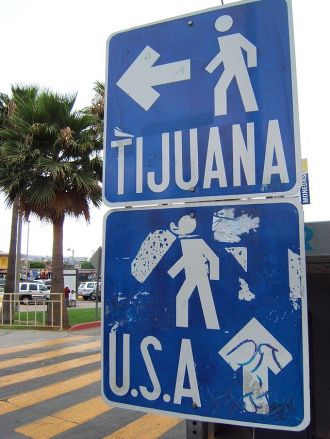 640px-Pedestrian_border_crossing_sign_Tijuana_Mexico
